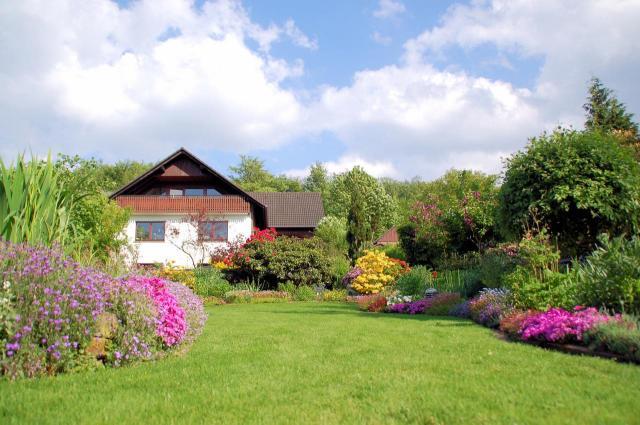 urządzanie ogrodu, duży ogród, aranżacja dużego ogrodu, jak urządzić ogród, projekt ogrodu, kwiaty w ogrodzie