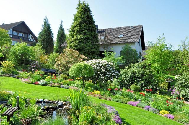 jak urządzić ogród, projekt ogrodu, kwiaty w ogrodzie, urządzanie ogrodu, duży ogród, aranżacja dużego ogrodu