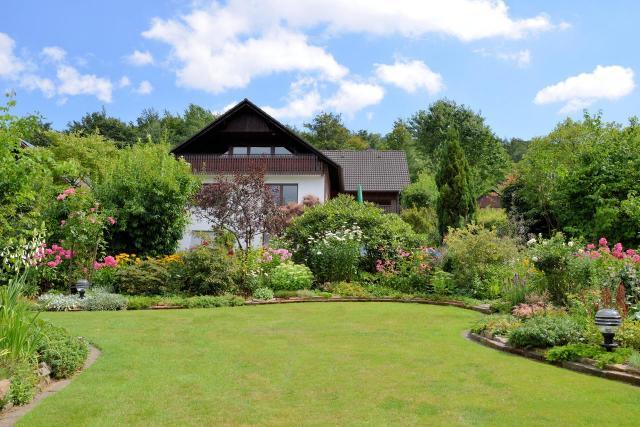 kwiaty w ogrodzie, urządzanie ogrodu, duży ogród, aranżacja dużego ogrodu, jak urządzić ogród, projekt ogrodu