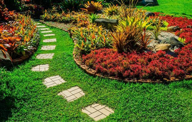 Rabaty o falistych kształtach, czyli przepis na udany ogród