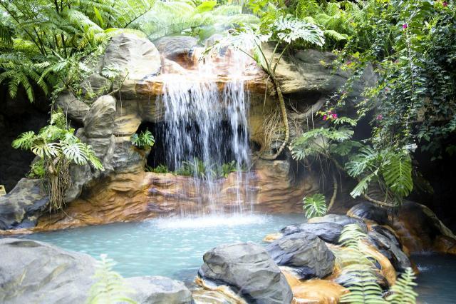 kaskady, fontanny w ogrodzie, małe oczko wodne, dodatki do ogrodu, sztuczny potok, oczka wodne, woda w ogrodzie